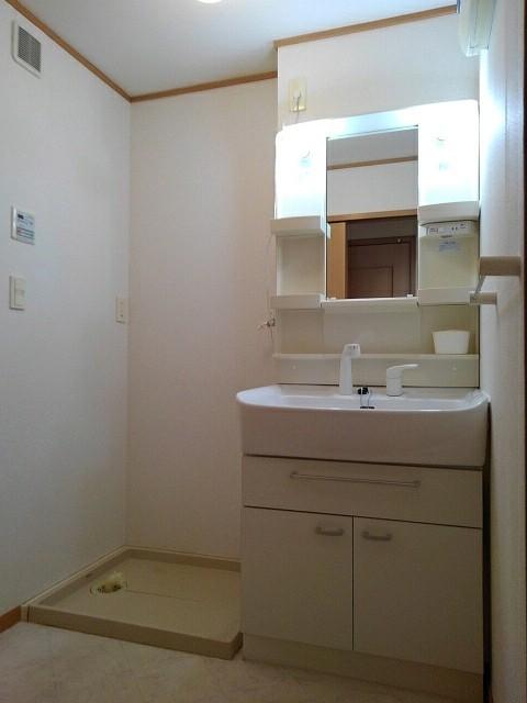 ラ・ボーレA 02020号室の洗面所