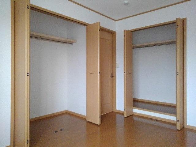 ラ・ボーレA 02020号室の収納