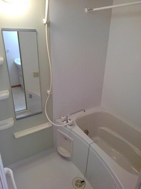 ラ・ボーレA 02020号室の風呂
