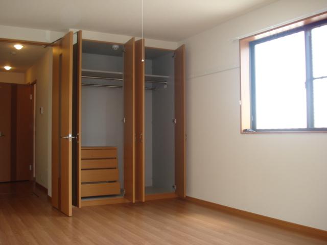 コンフォール三宅 101号室の収納