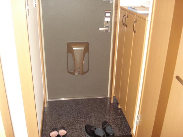 コンフォール三宅 101号室の玄関