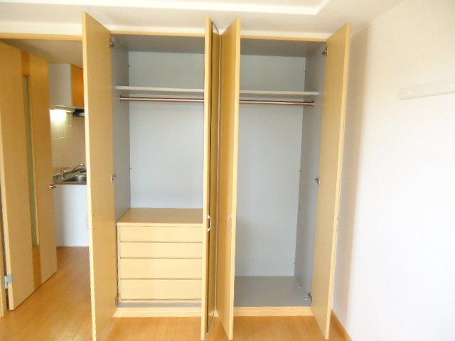 ヴォーノシロスナ 203号室の収納