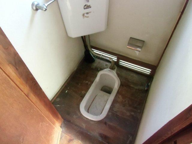鈴木荘 1-1号室のトイレ