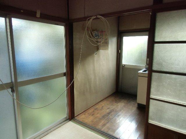 鈴木荘 1-1号室の玄関