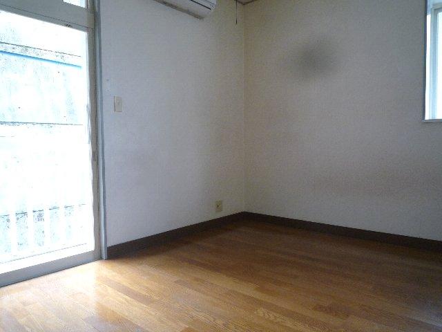 新美アパート 202号室のベッドルーム