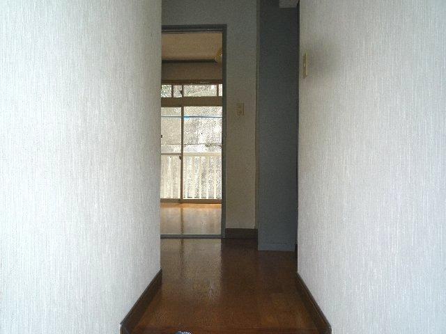 新美アパート 202号室の玄関