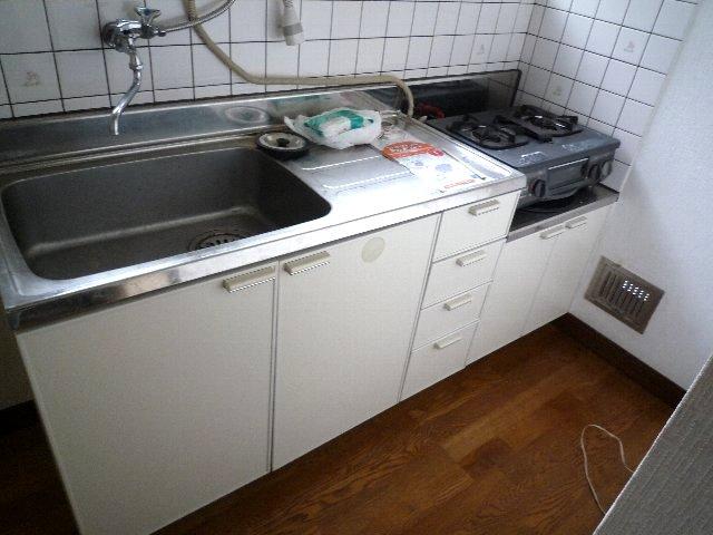 新美アパート 202号室のキッチン