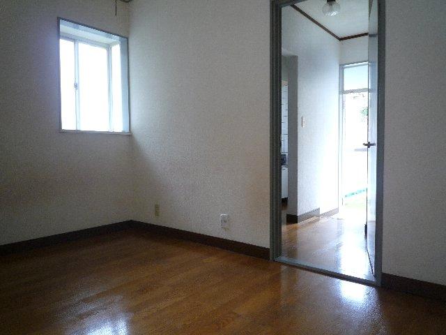 新美アパート 202号室のリビング