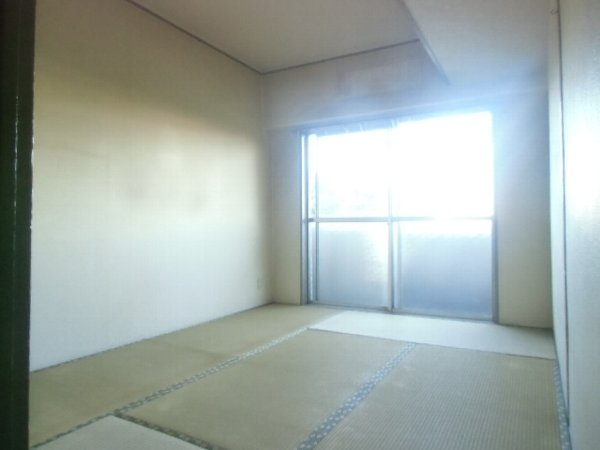 ガーベラマンション汐入 303号室のベッドルーム