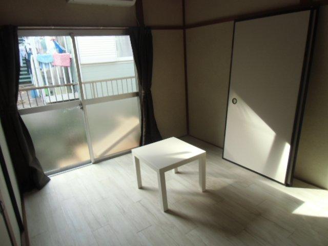 グレーシア横須賀中央 103号室のリビング