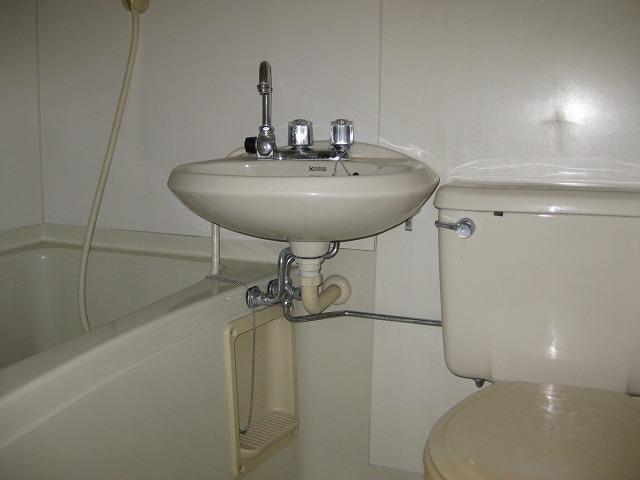 ラ・メゾンK 101号室の洗面所