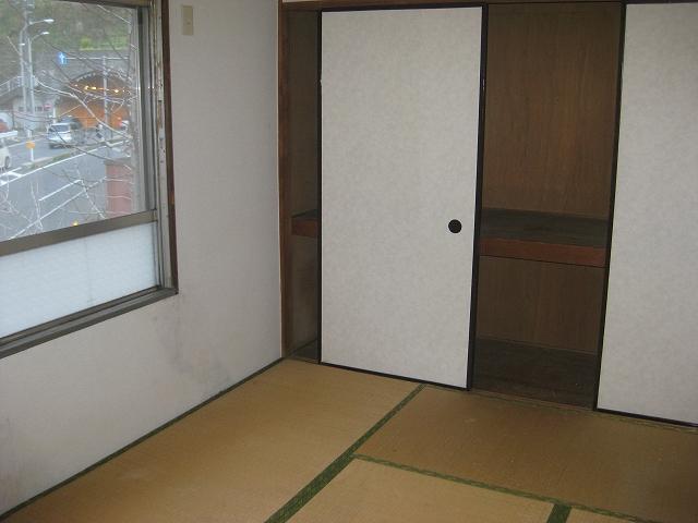 ガーベラマンション汐入 405号室の収納