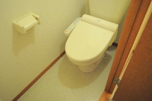 レオパレスKMティーダ 104号室のトイレ