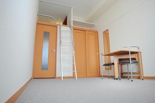 レオパレスKMティーダ 104号室のリビング