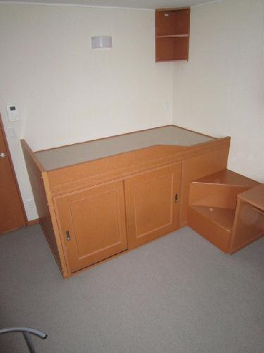 レオパレスグリュ 204号室のベッドルーム