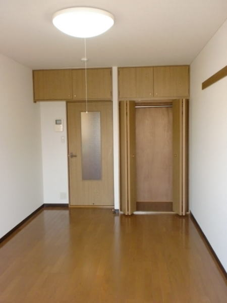 レスポアール城南 01020号室のリビング