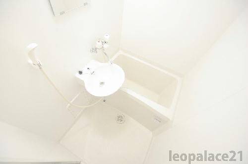 レオパレスアベニュー赤坂 102号室の風呂