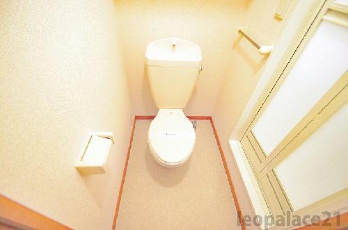 レオパレスアベニュー赤坂 102号室のトイレ