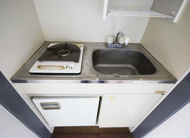 ステイタスマンション平和 205号室のキッチン