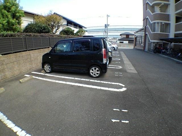 ウイング・ロード 03070号室の駐車場