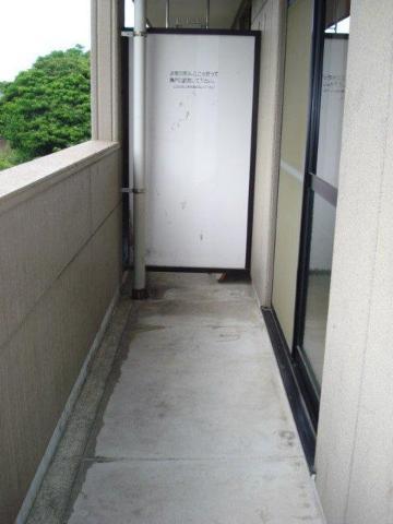 SUE STATIONハイツ 201号室のバルコニー