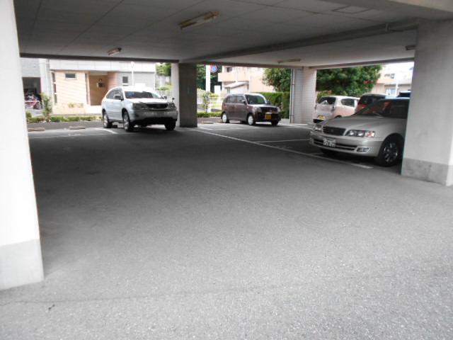 エクセルガーデン 206号室の駐車場