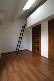ニューホワイト干隈 202号室のリビング