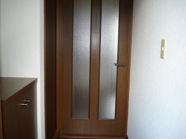 SUE STATIONハイツ 101号室の玄関