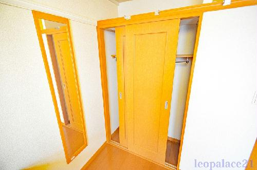 レオパレスパームヒルズB 206号室の収納