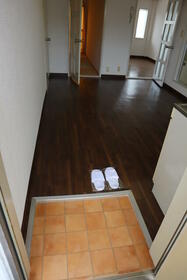 PLEAST田島Ⅱ 302号室の玄関