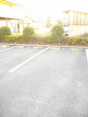 ヴィラ清水Ⅱ番館 01010号室の駐車場