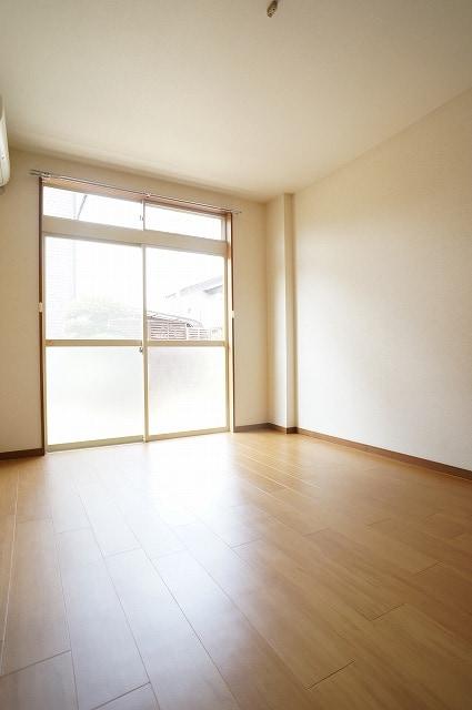 サンライフホリゴメA 01040号室のリビング