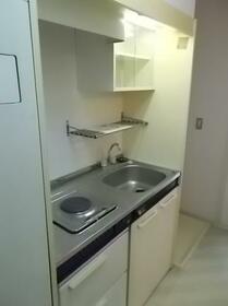 足利第2レジデンス 102号室のキッチン