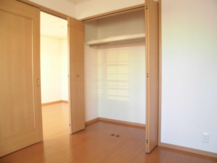 ペイ・ナタルA 02010号室の収納