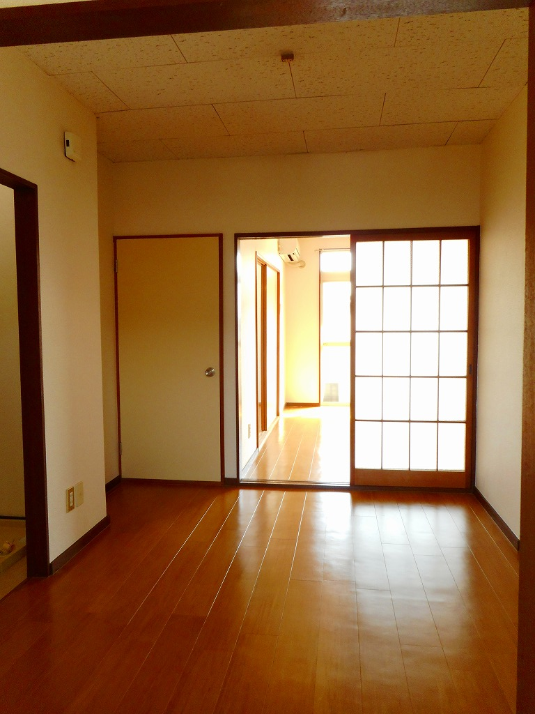 エルディムSUTO A 02010号室の玄関