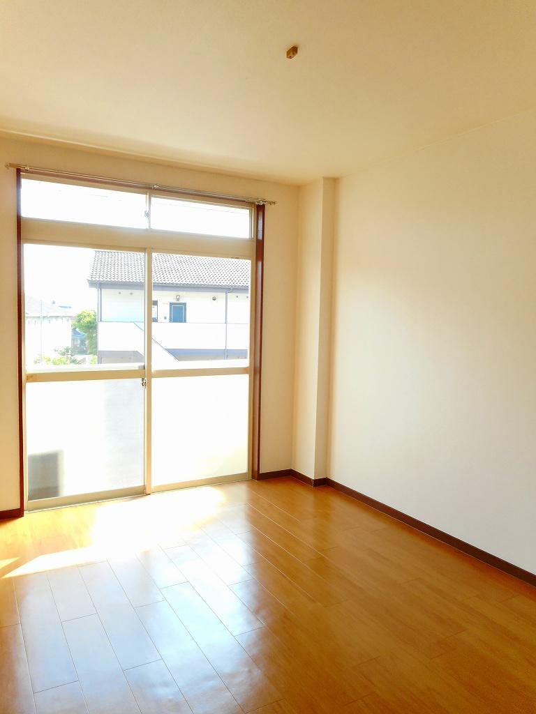 エルディムSUTO A 02010号室のリビング