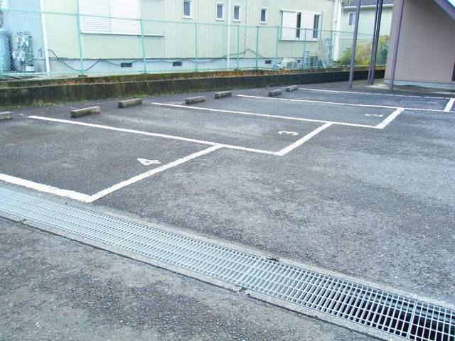 エルディムSUTO A 02010号室の駐車場