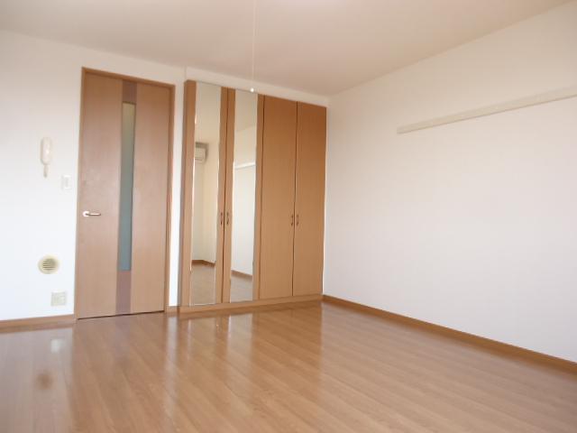 グレイス・ワン 205号室の居室