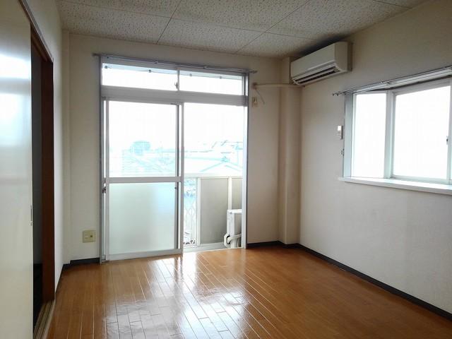 フランボワーズB 02050号室のリビング