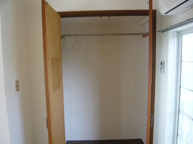 メゾン・ド・KS 202号室の収納