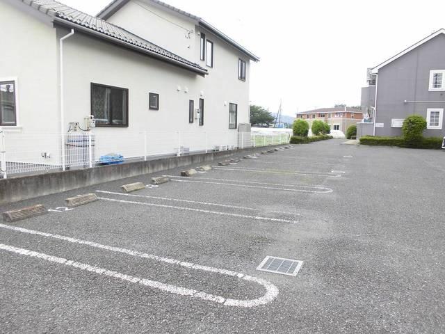 オリージャ・K 02010号室の駐車場