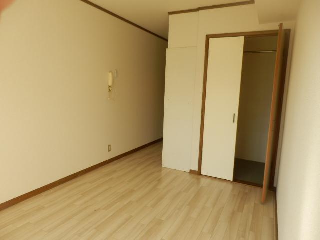 メゾン・ド・KS 105号室の居室