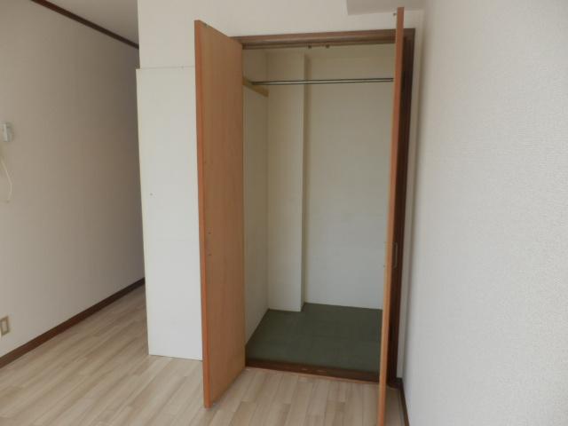 メゾン・ド・KS 105号室の収納