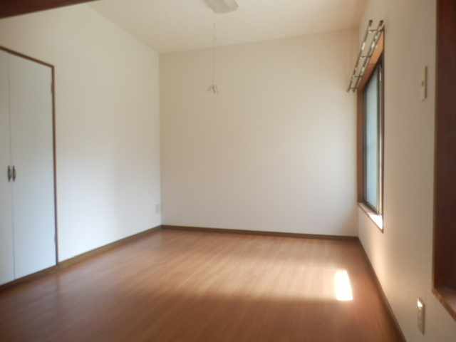 酢田荘 3号室のベッドルーム