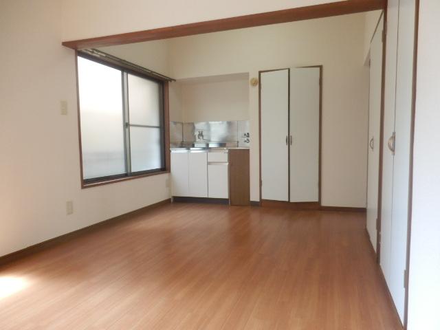 酢田荘 3号室の居室