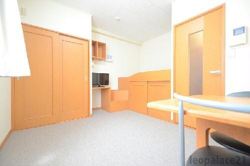 レオパレスKアンドS 206号室のベッドルーム