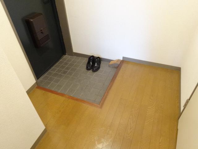 セント・ルークルス 306号室の玄関