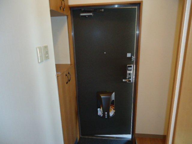 モアクレスト 105号室の玄関