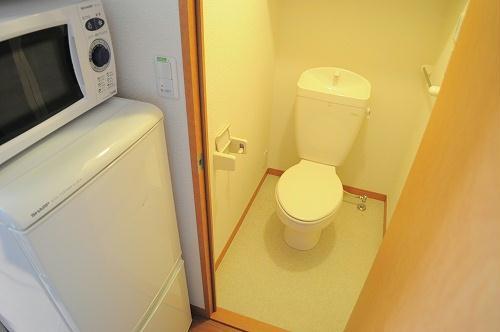 レオパレスパレス千里A 107号室のトイレ