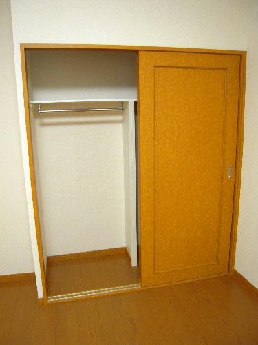 レオパレスプレズィール 101号室の居室